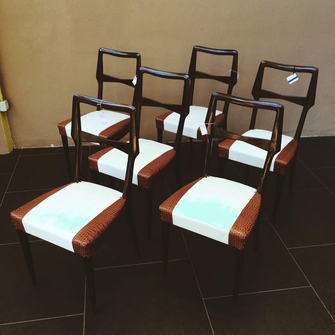 Sedie In Legno Anni 50.Sedie In Legno Massello E Pelle Bicolore Anni 50 The House Of